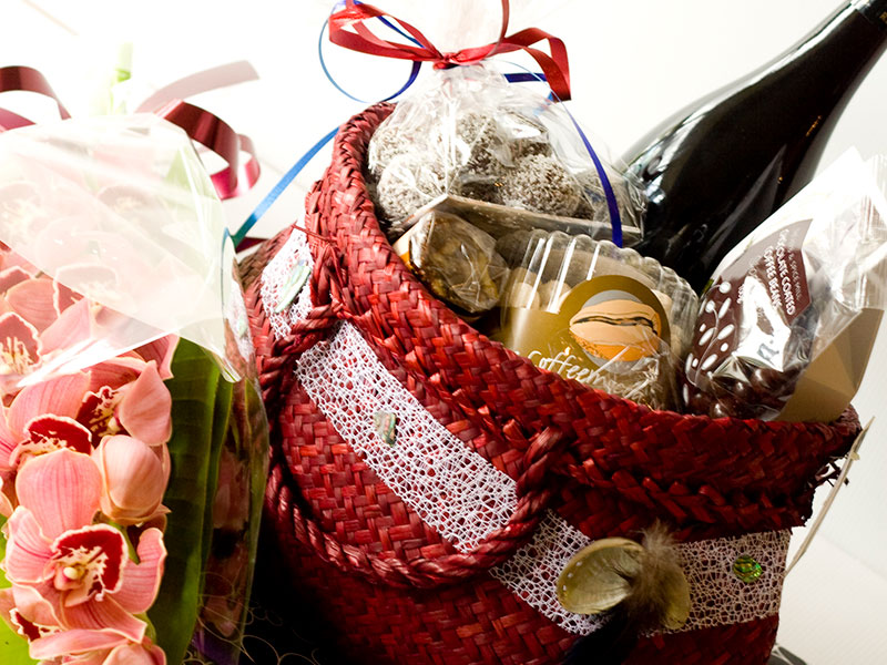 Auckland Beaches by Day - Muriwai Beach Lunch Hamper
