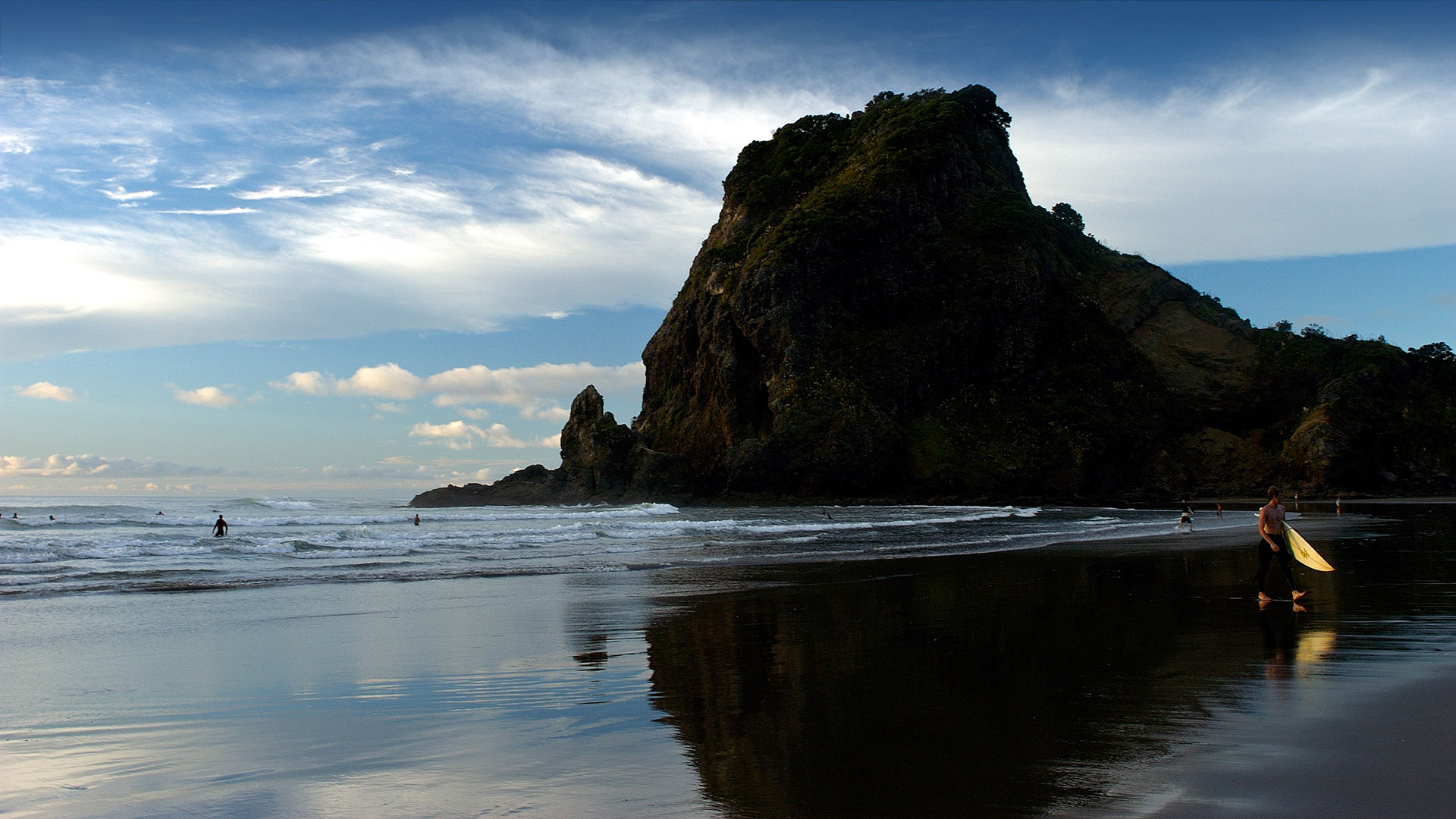 Piha Beach Surf and Dine Auckland Tours.